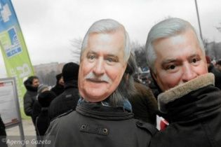 У Варшаві тисячі поляків вийшли підтримати екс-президента Валенсу