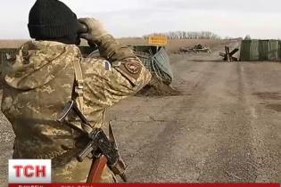 """Контрабанда в """"серой зоне"""" на Донбассе. Как силовики """"крышуют"""" нелегальный бизнес"""