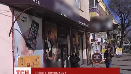 В Запорожье четверо вооруженных мужчин в масках ворвались в ювелирный магазин