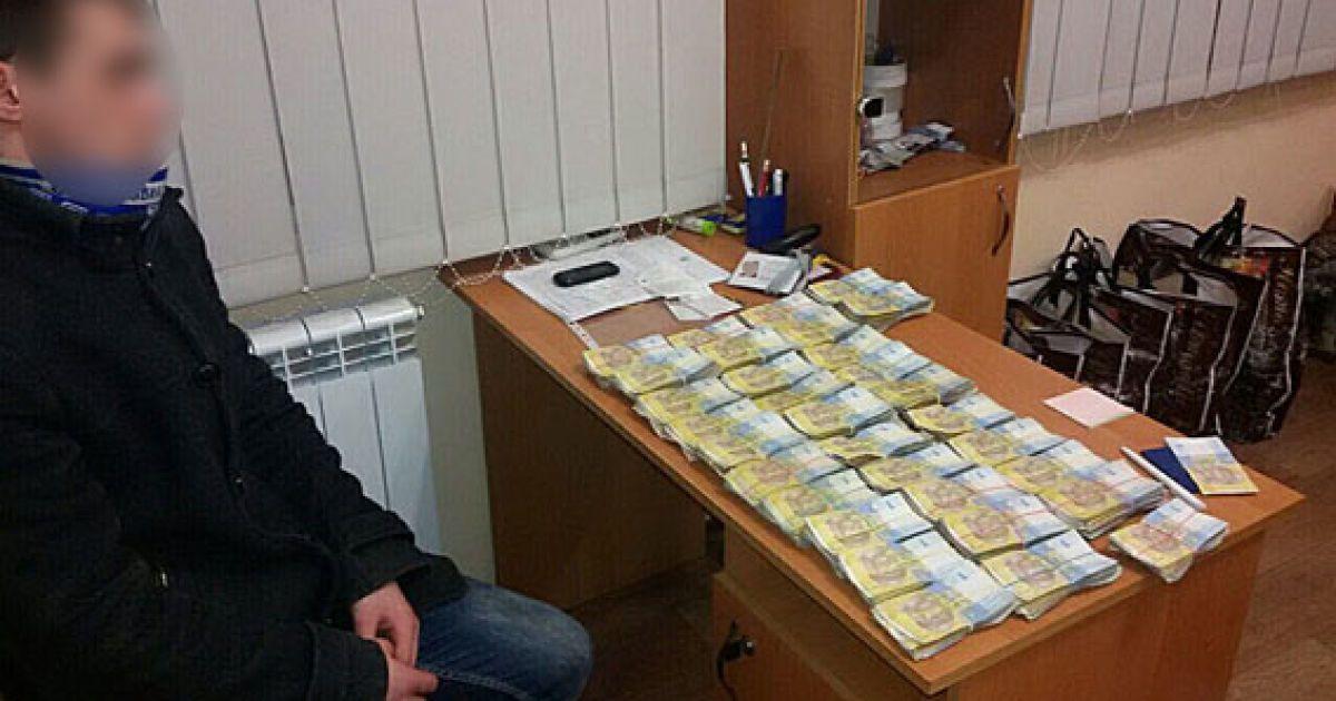 У Запоріжжі псевдоволонтери привласнювали зібрані у торгівельних центрах кошти @ ГУ Національної поліції у Запорізькій області