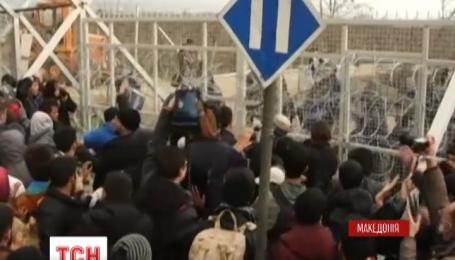 Мигранты прорвали полицейскую оборону на греко-македонской границе