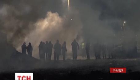 Столкновения с правоохранителями вспыхнули в лагере мигрантов во французском Кале