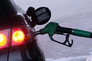 На АЗС знову зросли ціни. Скільки коштує заправити авто 9 жовтня