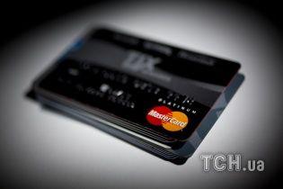 Українці надають перевагу банківським карткам – за рік обіг готівки зменшився на 9 млрд гривень