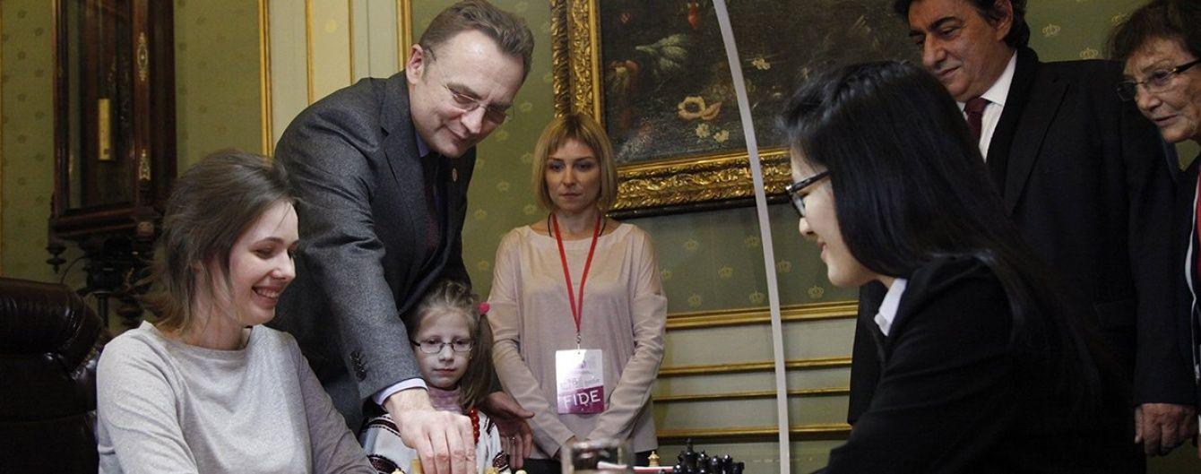 Бій за шахову корону: українка Музичук розпочала із нічиєї