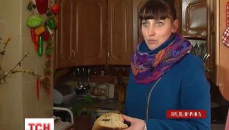 Многодетная мать из Хмельницкой области чуть ли не накормила пятерых детей хлебом с мышью