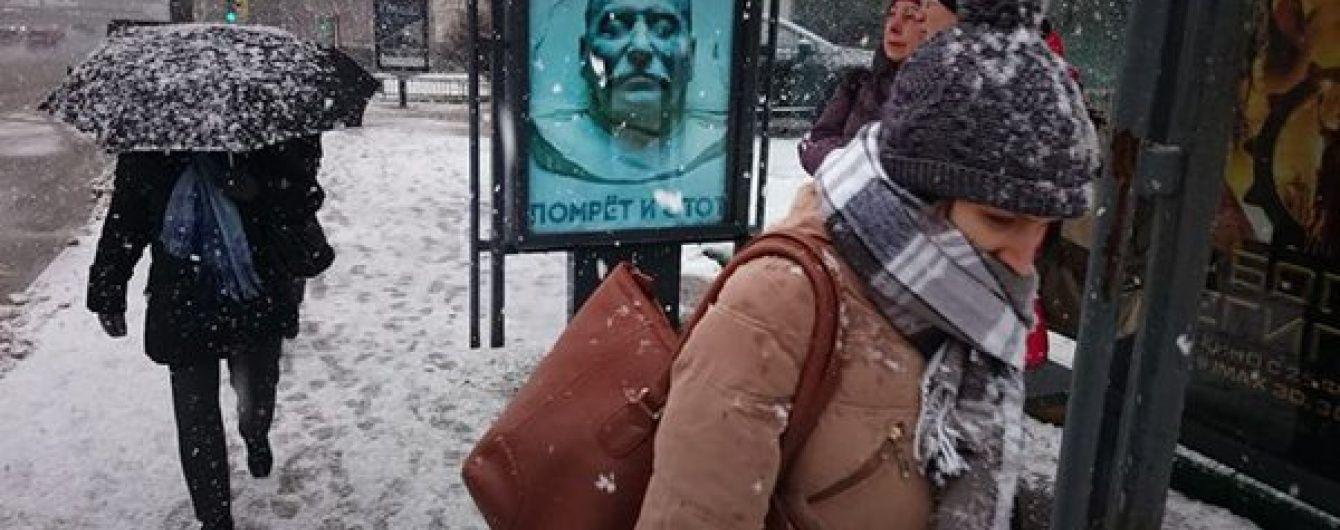 У Москви зняли плакат з посмертною маскою Сталіна