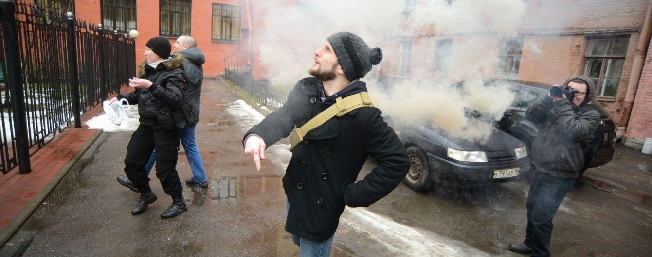 Націонал-більшовики закидали фаєрами українське консульство у Петербурзі