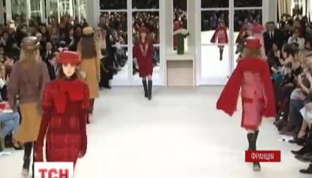 Модный показ от Chanel осень-зима продиктовал новые тенденции в Париже