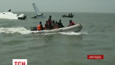 Трое украинцев погибли в результате авиакатастрофы у побережья в Бангладеше