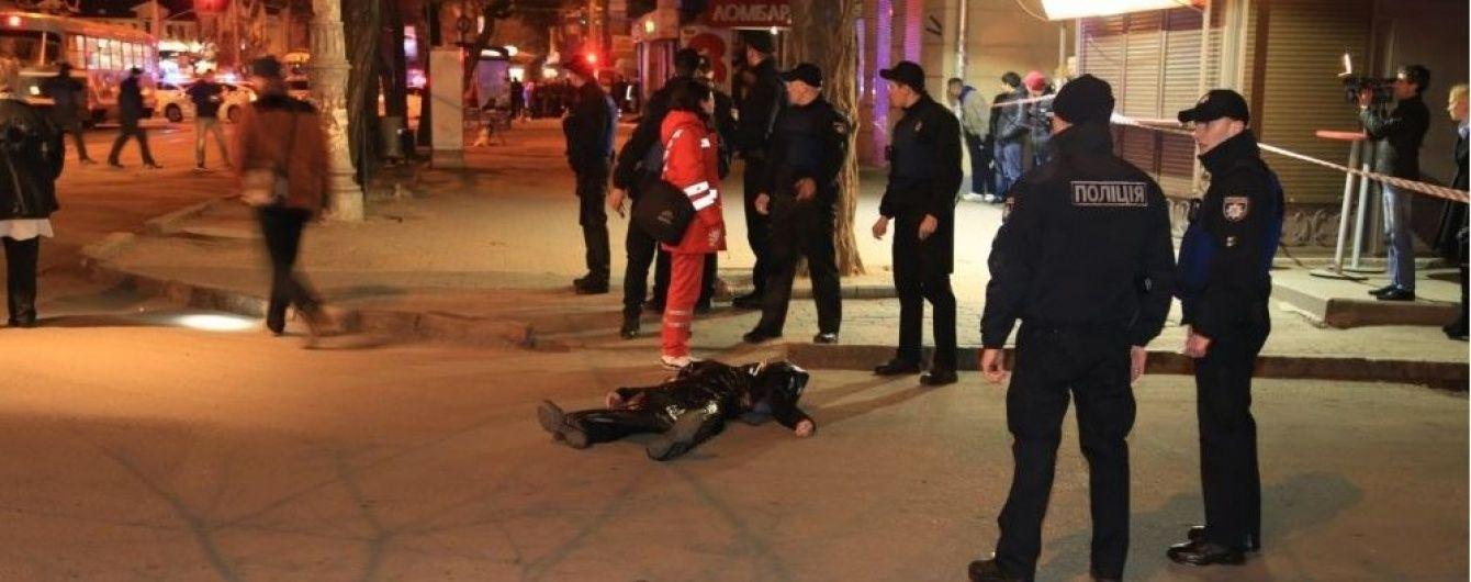 Подробиці стрілянини в Одесі: грабіжник і убивця інкасаторів застрелився на очах у поліції