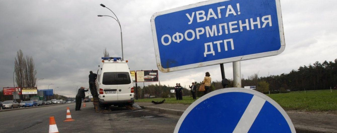 Біля Хмельницького рейсовий автобус влетів у вантажівку, є постраждалі