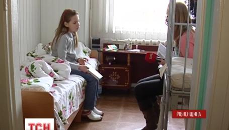 Щеплення від поліомієліту вклало на лікарняне ліжко 11-річну дівчинку з Рівненщини