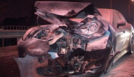 У Києві Volkswagen Golf протаранив Porsche Panamera, три людини в лікарні