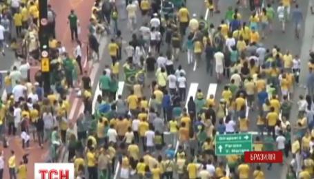 Три с половиной миллиона бразильцев вышли на антипрезидентские митинги