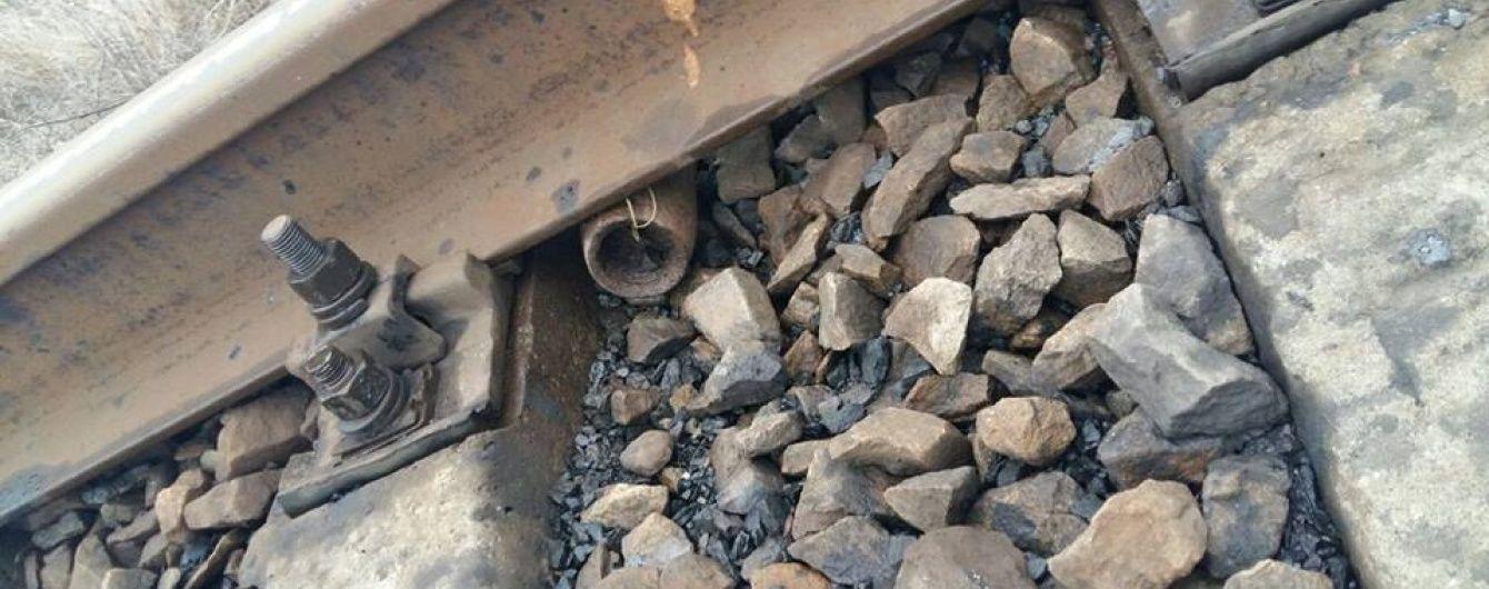 На Донеччині невідомі готували підрив залізниці