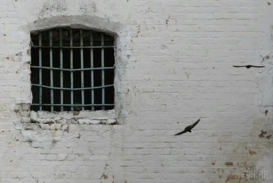 """У Житомирі тюремники облаштували """"VIP-камеру"""" для авторитетів, доки інші потерпали в нелюдських умовах"""
