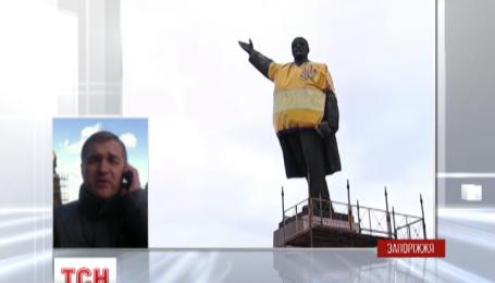 В Запорожье сносят самого большого в Украине Ленина