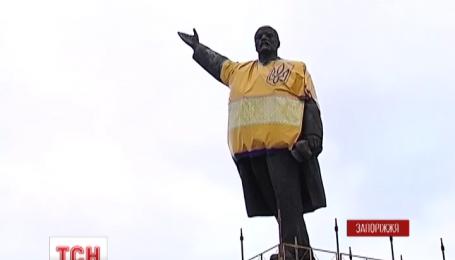 В Запорожье сносят крупнейшего в стране Ильича