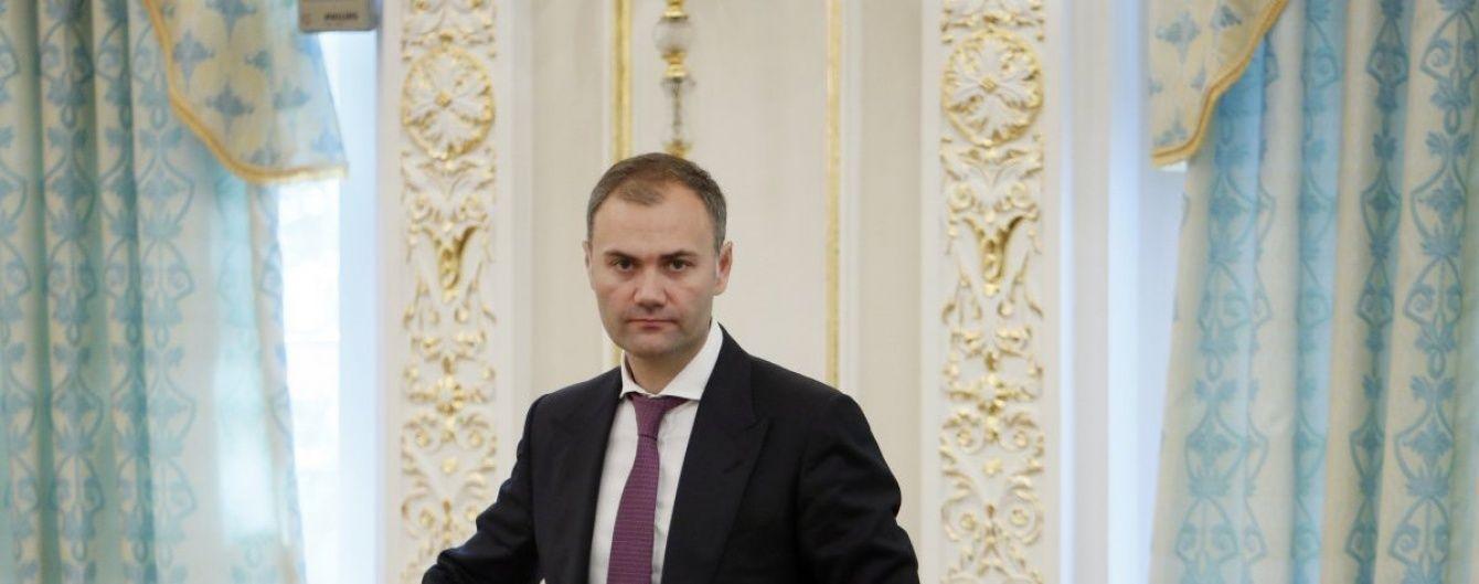 Суд заарештував майже 200 млн гривень на рахунках матері екс-міністра Колобова