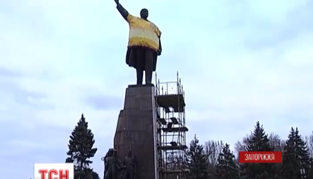 В Запорожье демонтируют самый большой памятник Ленину в Украине