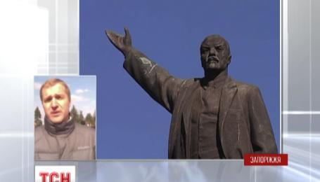 В Запорожье демонтаж Ленина едва не остановили из-за взрывчатки