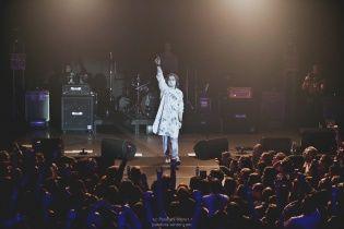 Rock you baby: Астафьева оторвалась на рок-концерте брата с родителями