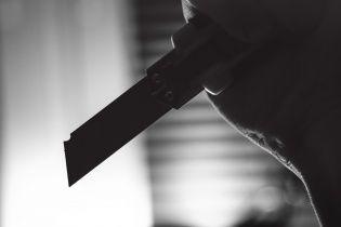 У Києві п'яна мати штрикнула ножем у спину 7-річного сина