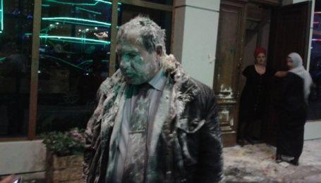 У Грозному побили і закидали яйцями відомого правозахисника