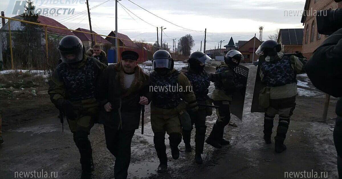 До селища стягнули сотні силовиків @ Тульские новости