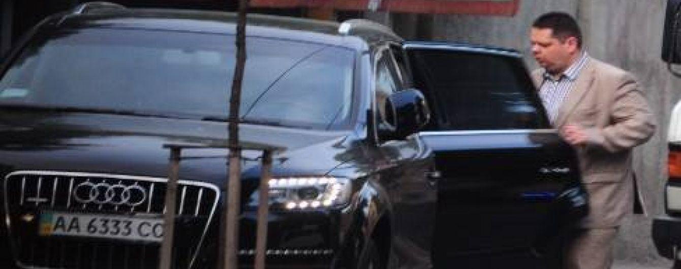 Елітні авто й шикарні маєтки. ЗМІ показали, як розкошують військові прокурори