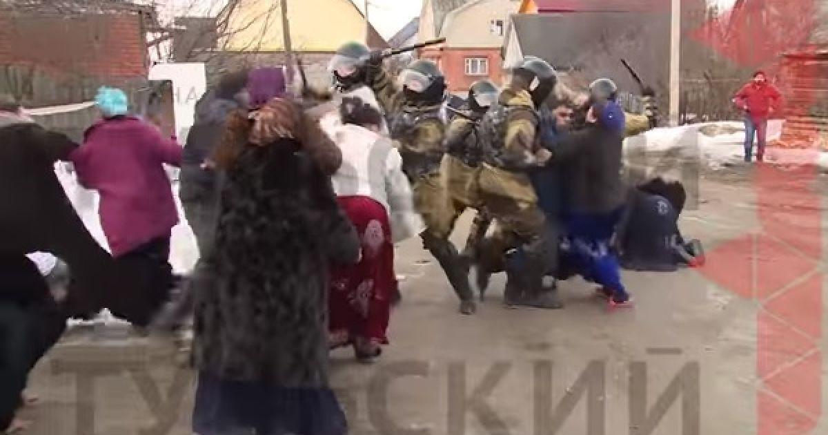 Затримання бунтарів. У Росії ОМОН із кийками розігнав повстання циган