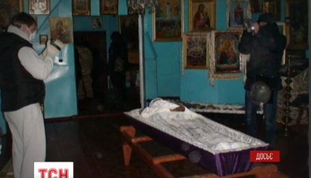 Рік тому настоятель поставив труну з тілом дружини у київській церкві