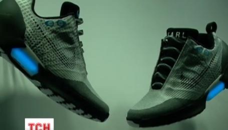 """Компанія """"Найк"""" представила кросівки, які самі себе зашнуровують"""