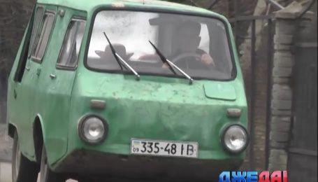 Украинский автолюбитель скрестил машину-амфибию и семейный минивэн