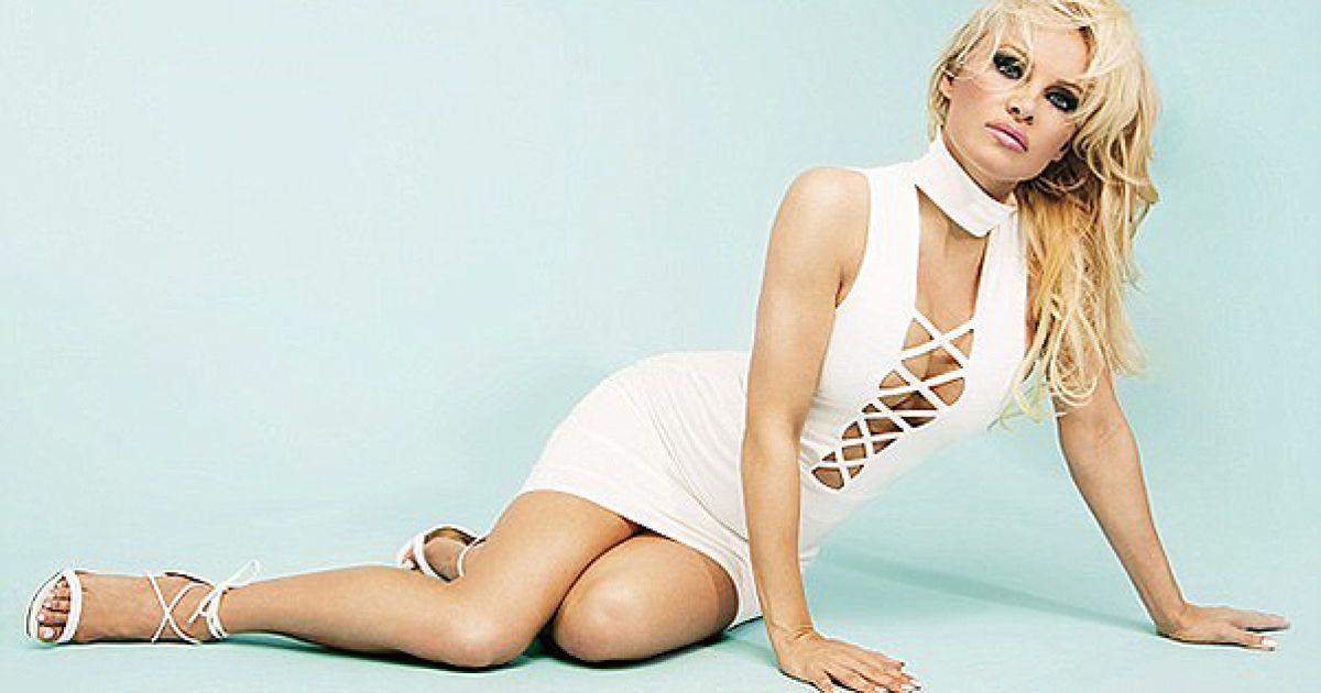 Памела Андерсон прорекламувала пікантне вбрання @ missguided.co.uk