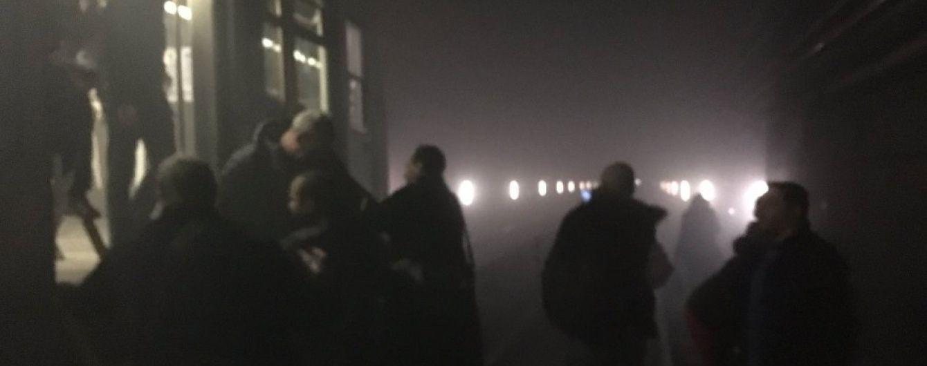 Пасажири брюссельського метро зняли відео евакуації в темному й задимленому тунелі