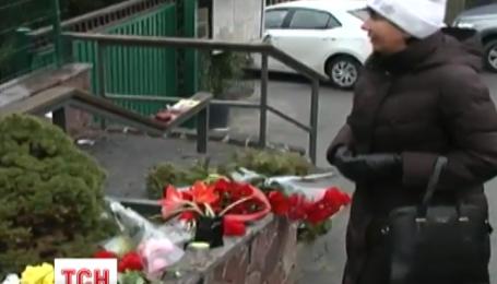 Ближе к вечеру к посольству Бельгии начали сходиться киевляне