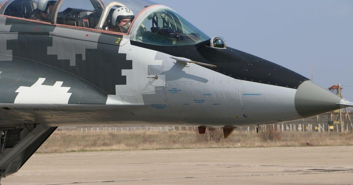 Курсанти Харківського університету Повітряних Сил приступили до польотів на бойових літаках Су-25 та Міг-29. @ Міністерство оборони України