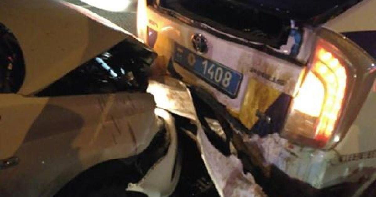 В Киеве водитель под действием наркотиков влетел в машину полицейских