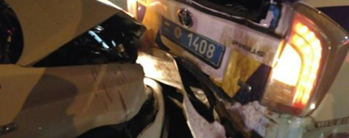 У Києві водій під дією наркотиків влетів у машину поліцейських