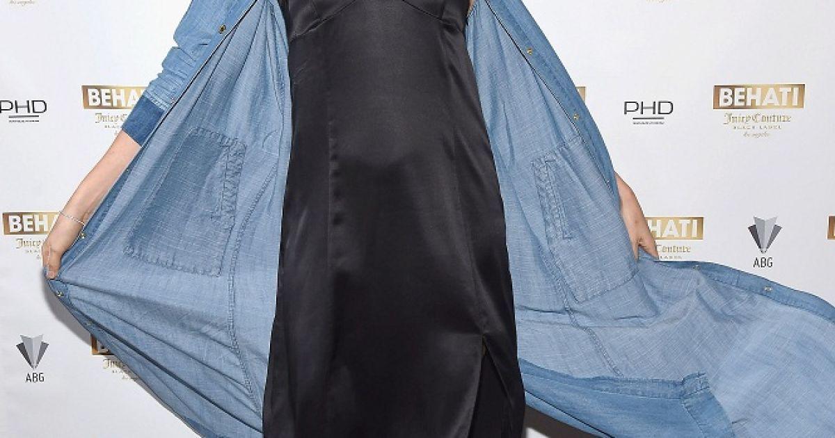 Вагітна Бехаті Прінслу засвітила округлий животик @ Getty Images