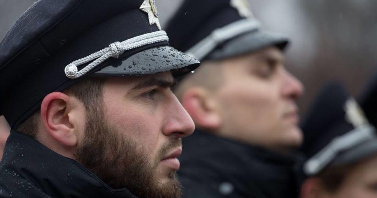 """В Киеве молодчики штурмовали райуправление полиции, """"освобождая товарища"""""""
