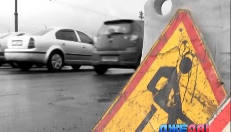 Киевские дорожники движение на мосту Патона перекрыли, а за работу не принимаются