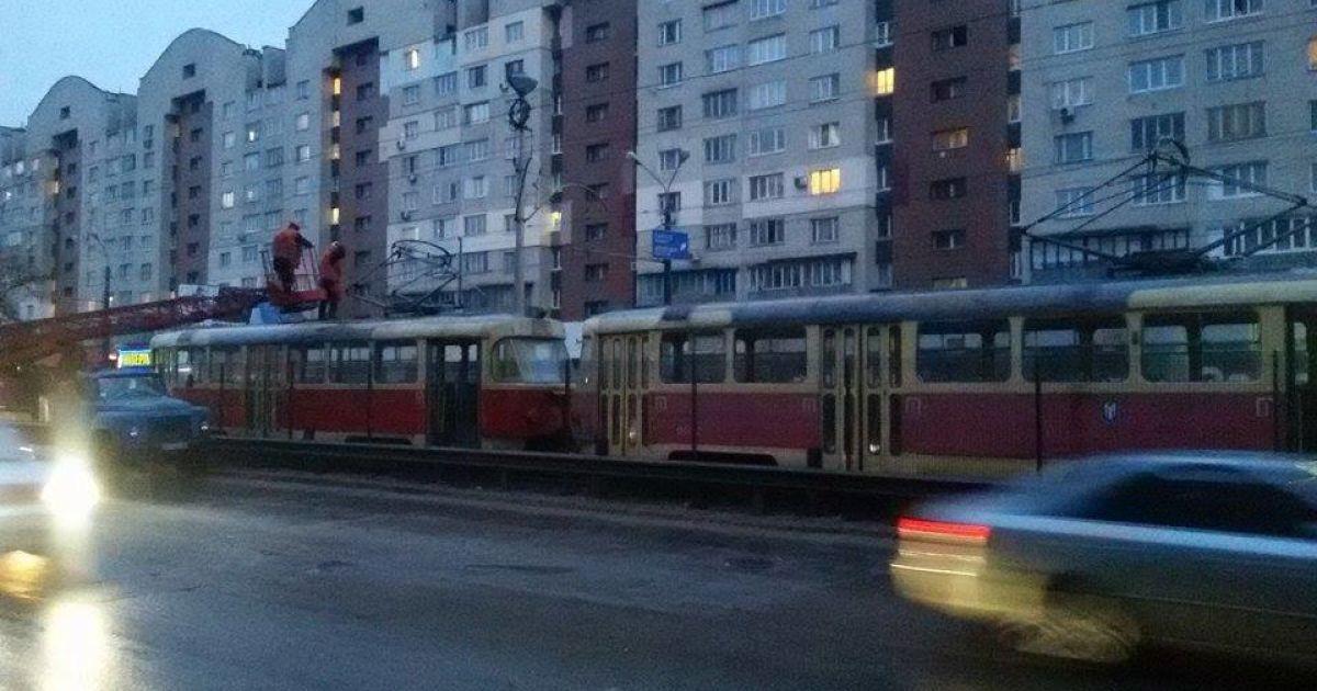 Скоростной трамвай стал из-за обрыва контактной сети @ ТСН.ua