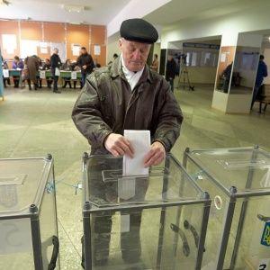Зеленского украинцы поддерживают больше всего, за ним сразу Порошенко и Тимошенко – рейтинг SOCIS