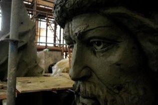 В Москве в очередной раз не успевают установить памятник князю Владимиру
