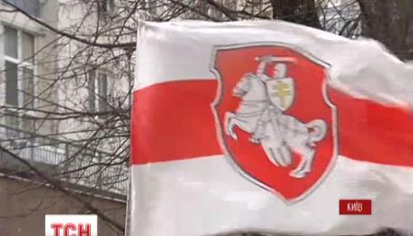 В Киеве и Черновцах почтили память белорусов, погибших за свободу Украины
