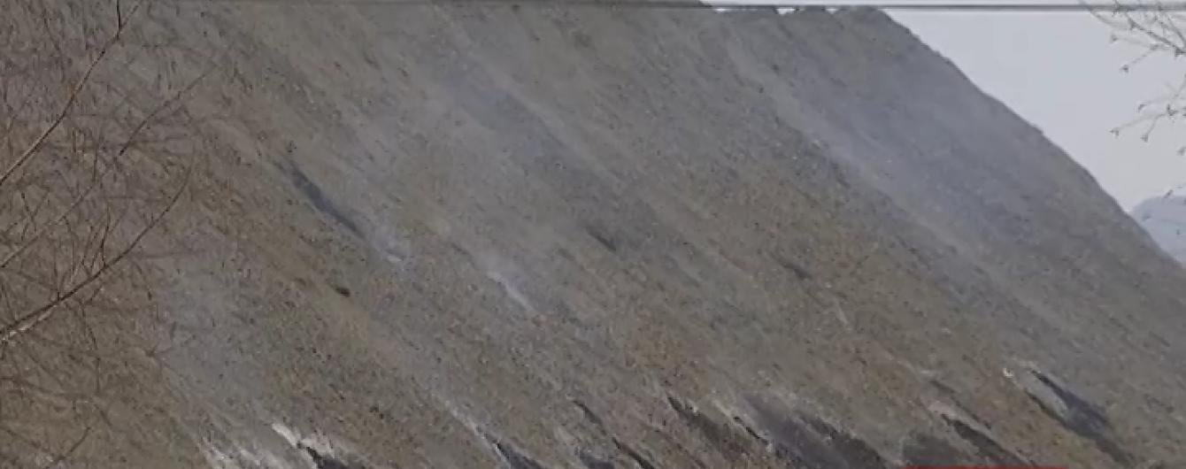 На Львовщине люди задыхаются из-за пожара на огромном терриконе