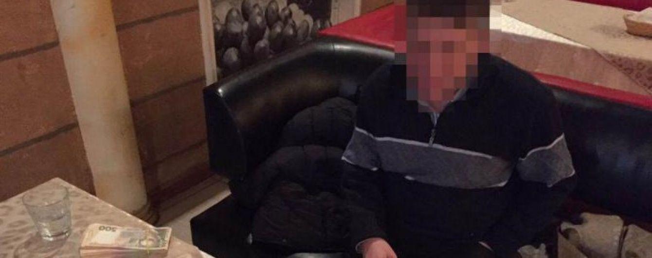 Одеський суддя Буран на очах детективів палив документи на нерухомість за кордоном